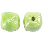 Beads pearlized Porcelani, Kub, i praruar, e gjelbër, 13-14x13-14mm, : 2.5mm, 100PC/Qese,  Qese