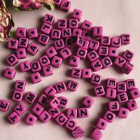 Alphabet Acryl Perlen, Würfel, mit Brief Muster & Volltonfarbe, 7mm, Bohrung:ca. 1mm, ca. 1400PCs/Tasche, verkauft von Tasche