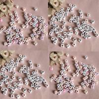 Alphabet Acryl Perlen, Würfel, mit Brief Muster, keine, 6mm, Bohrung:ca. 1mm, ca. 3000PCs/Tasche, verkauft von Tasche