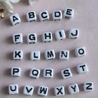 Alphabet Acryl Perlen, Würfel, mit Brief Muster, 7mm, Bohrung:ca. 1mm, ca. 2000PCs/Tasche, verkauft von Tasche